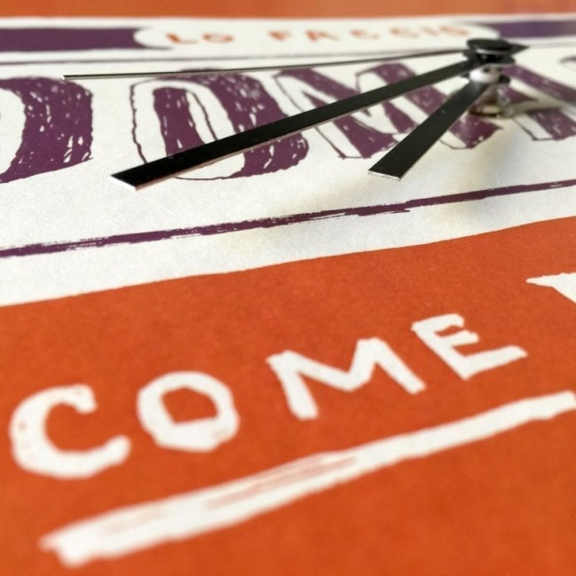 "Horloge murale – ""Lo faccio domani come prima cosa"" – imprimé sur carton recyclé, diamètre 32cm, avec mécanisme silencieux"