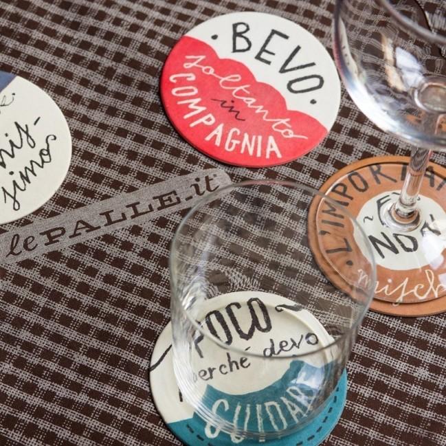 """""""Le Palle in tavola"""" (Les boules à table)-Set de 12 dessous de verre drôles colorés en fibre de cellulose lavable réutilisables."""