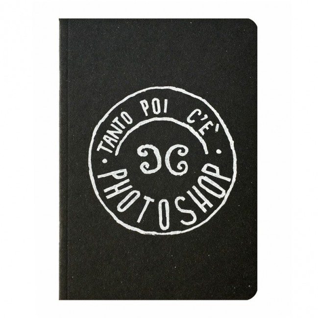 """Notes tascabile """"Tanto poi c'è Photoshop!"""", copertina nera e interno in carta colore nero"""