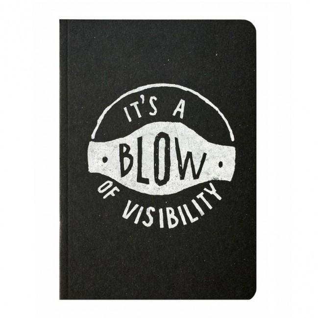 """Carnet """"It's a blow of visibility"""", couverture noire et intérieur en papier noir."""