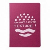 """Carnet """"What a cute texture!"""", couverture fuchsia et intérieur en papier noir."""