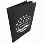"""Carnet """"What a cute texture!"""", couverture noire et intérieur en papier noir."""