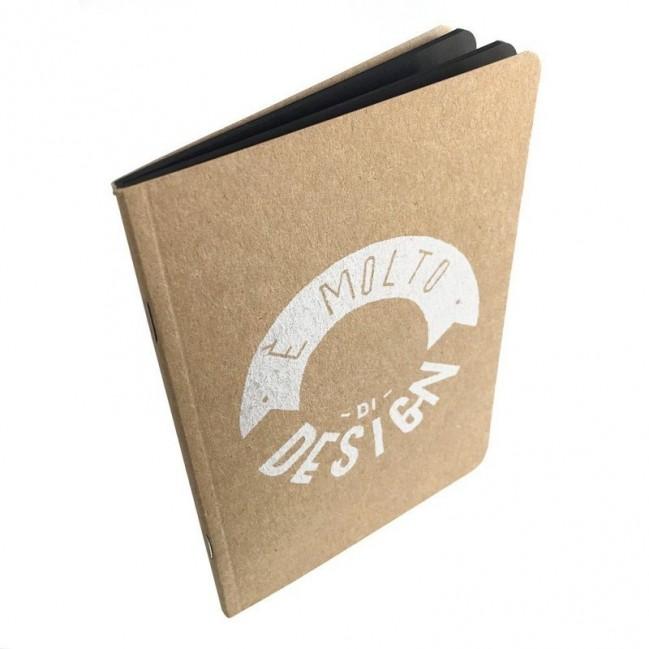 """Notes tascabile """"È molto di design"""", copertina sabbia e interno in carta colore nero"""