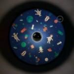 UFO - Unconventional flying object: Abat-jour en bois avec illustrations de Giulia Zoavo