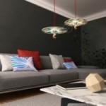Suspension UFO avec abat-jour en bois double-face illustré par Marco Bonatti et câble RC35 Coton Rouge feu