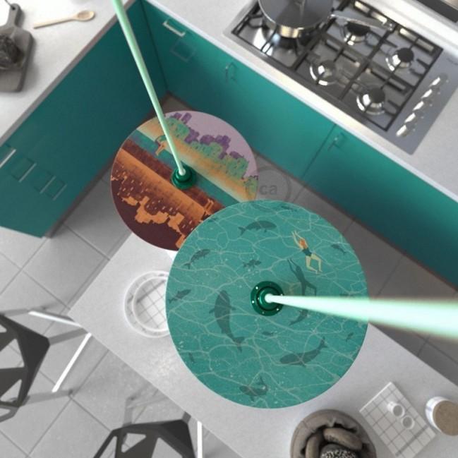 Suspension UFO avec abat-jour en bois double-face illustré par Davide Bonazzi et câble textile RC34 Coton Lait Minthe