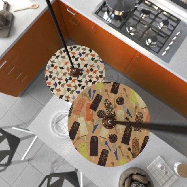Suspension UFO avec abat-jour en bois double-face illustré par Marika Marconcini et câble textile RM13 Effet Soie Marron