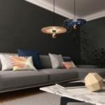 Suspension UFO avec abat-jour en bois double-face illustré par Giulia Zoavo et câble textile RM14 Effet Soie Violet