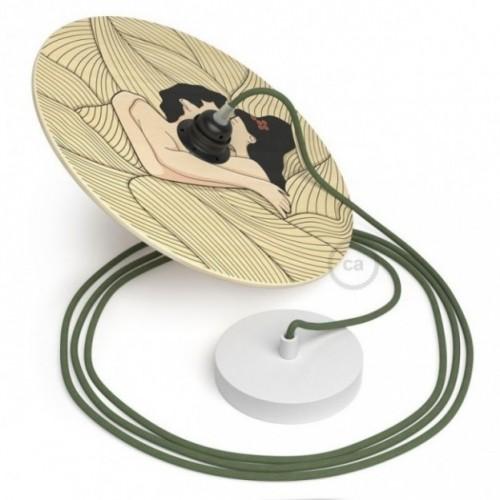 Suspension UFO avec abat-jour en bois double-face illustré par Carolina Zuniga et câble textile RC63 Coton Gris Vert